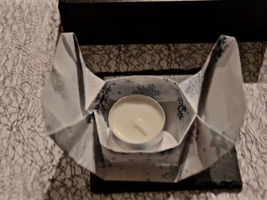 Kerze platzieren in Box