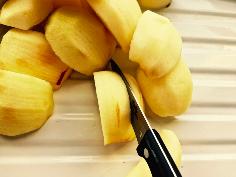 Äpfel fächerartig einschneiden