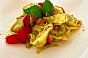 Mediterraner Tortellini Salat