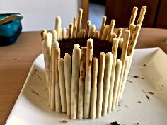 Kuchen mit Mikado umranden
