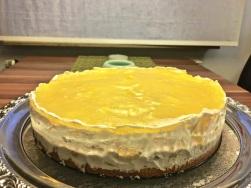 Mango Frischkäse Torte gut kühlen