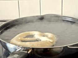 2 Minuten in der Lauge kochen
