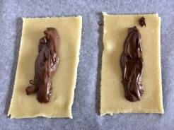 Nutella in die Mitte geben