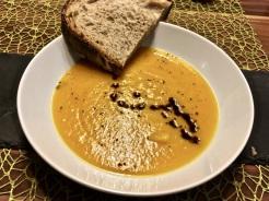 Frisches Brot zur Suppe reichen