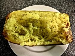Mit Salz, Pfeffer, Muskat und etwas Butter würzen
