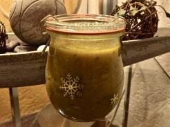 Gemüse pürieren und Paste in Gläser füllen und verschließen