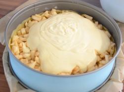 Quarkcreme zubereiten und auf den Äpfeln verteilen