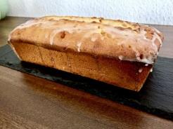 Zuckerguss zubereiten und Kuchen oder Muffins damit bestreichen