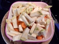 Gemüse waschen, putzen und klein schneiden