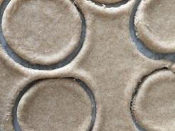 Teig ausrollen und Kreise ausstechen