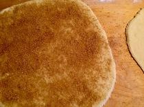 Mit Butter besreichen und Zimt/Zucker draufstreuen - 3 x wiederholen